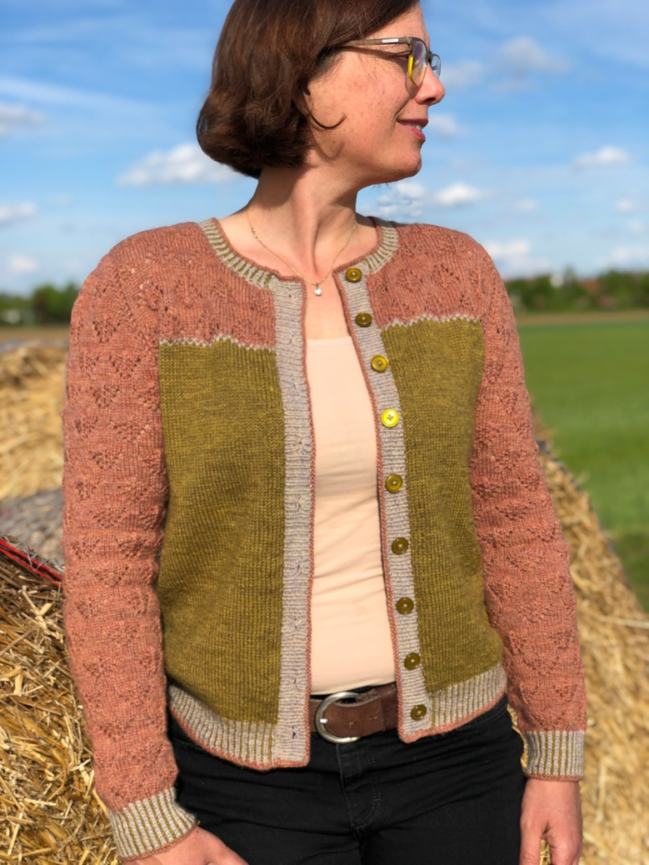 Frieda Cardigan - by Astrid Tueting