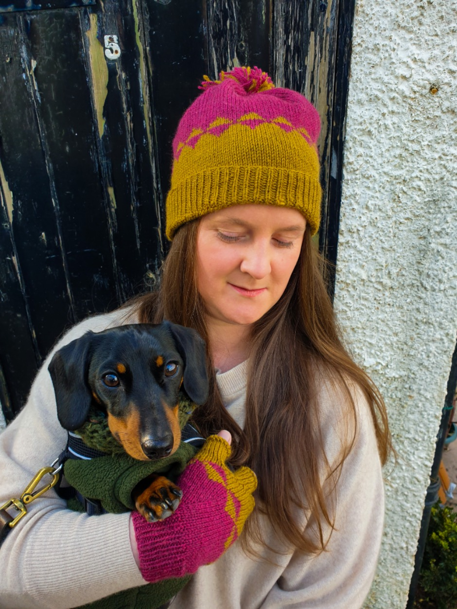 Rhubarb & Custard Hat and Mitten Set - by Helena Timms